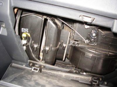 Вся операция по замене салонного фильтра в Хендай Гетц займет у вас не более двадцати минут. При использовании нового салонного фильтра вы почувствуете на себе свежесть и полноту потока воздуха.