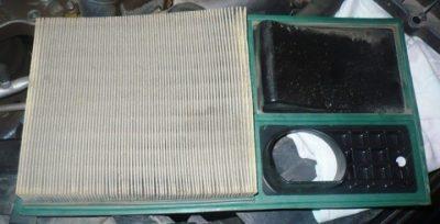 Достаем старый воздушный фильтр