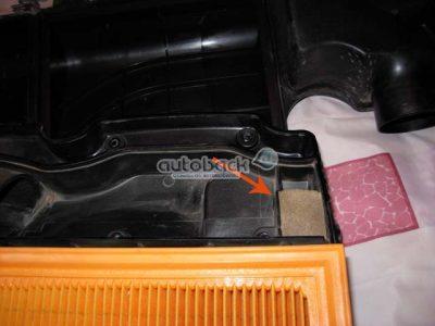 Можете параллельно провести замену и фильтр газов и картера. Для этого можно использовать кусок обычной кухонной губки.
