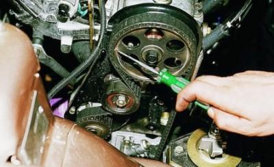 Поверните колесо шкива до совпадения рисок.