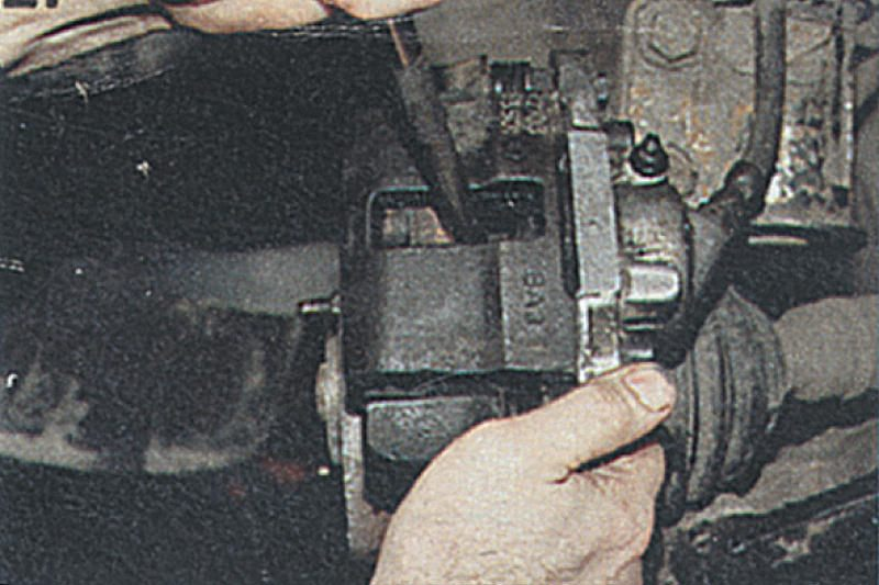 Фото №1 - замена передних тормозных цилиндров ВАЗ 2110