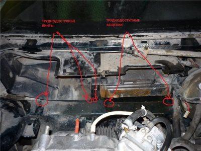 Затем демонтируйте заднюю часть вентиляторного корпуса, фиксирующуюся защелками.