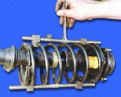 А вот так фиксируется пружина в удерживающем устройстве.