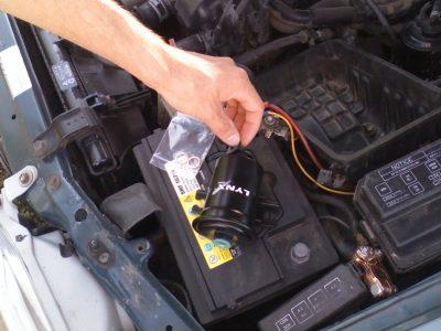 Замена топливного фильтра на Toyota corolla