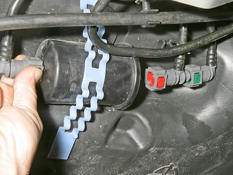 Как поменять топливной фильтр рено логан видео